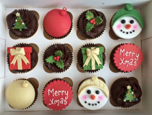 red-green-gold-christmas-choc-cupcakes